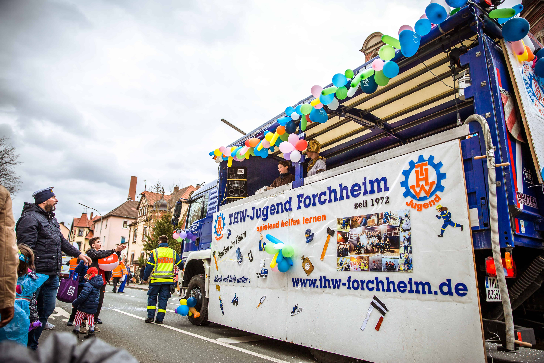 In jedem Jahr nimmt die THW-Jugend Forchheim mit einem eigenen Wagen am Faschingsumzug teil.
